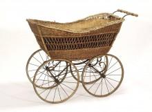 Historischer Kinderwagen