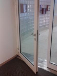Barrierefrei, automatische Türe